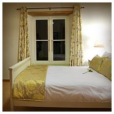 The cosy bedroom with antique Yellowwood bed.